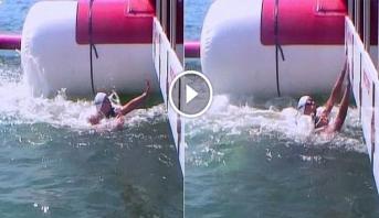 """فيديو .. سباحة فرنسية تلجأ لـ """"الطاس"""" بعد حرمانها من التتويج بتهمة محاولة إغراق منافستها"""