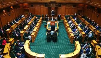 البرلمان النيوزيلندي يصوت لصالح تعديل قوانين الأسلحة
