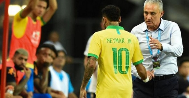 Neymar sort sur blessure face au Nigeria