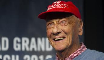 وفاة بطل العالم السابق للفورمولا وان النمساوي نيكي لاودا