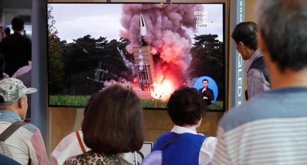 """كوريا الشمالية تطلق """"مقذوفين"""" بعد دعوتها واشنطن لاستئناف المفاوضات"""