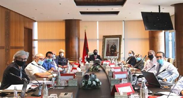العثماني يلتقي باقتصاديين وخبراء مغاربة ويرحب باقتراحاتهم لتحقيق الإقلاع الاقتصادي