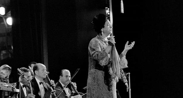 بعد 45 سنة على رحيلها .. أم كلثوم تضيء مسرح الأوبرا المصرية