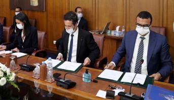 Signature à Rabat du Pacte pour la relance économique et l'emploi et du Contrat-programme sur le tourisme