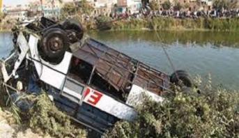 مصرع 24 شخصا إثر سقوط حافلة ركاب في نهر بباكستان