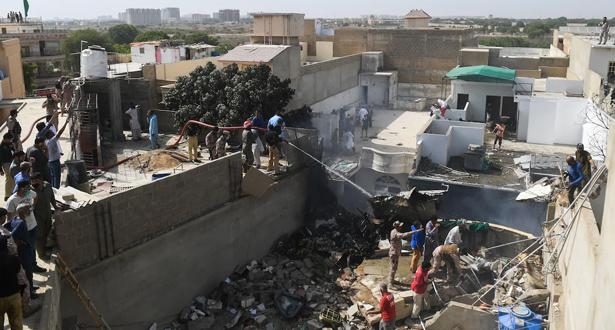 40 قتيلا على الأقل في حادث تحطّم الطائرة الباكستانية في كراتشي