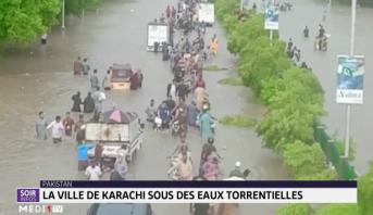 Pakistan: la ville de karachi sous des eaux torrentielles