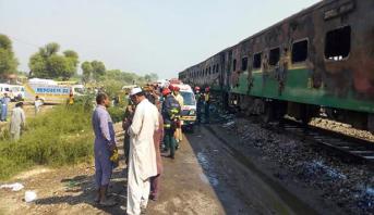 Collision entre un train et un minibus au Pakistan: au moins 19 morts