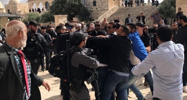 الخارجية الفلسطينية: إخراج قوات الاحتلال للمصلين بالقوة من الأقصى سابقة خطيرة