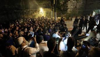 الحكومة الفلسطينية : إغلاق المسجد الأقصى سيفتح الطريق أمام حرب دينية