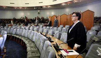 الأحزاب الجزائرية تقاطع مشاورات الرئاسة تمهيدا للانتخابات