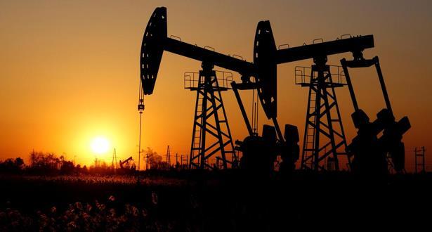 أسعار النفط تنخفض من جديد وسط تشاؤم بشأن الاقتصاد العالمي