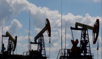 أسعار النفط ترتفع بفضل تراجع مخزونات الخام