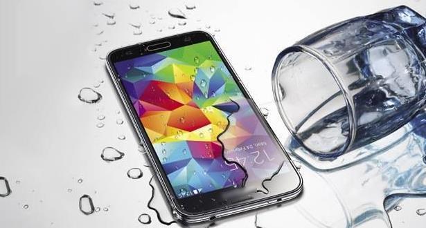 حيل تنقذ هاتفك عند سقوطه في الماء