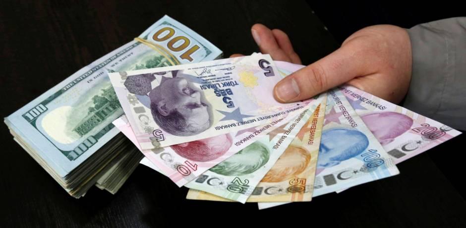 في تركيا.. شطائر أسماك مجانية مقابل تحويل الدولار إلى الليرة