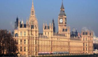 """GB: """"explosion contrôlée"""" d'un paquet suspect près du parlement britannique (police)"""