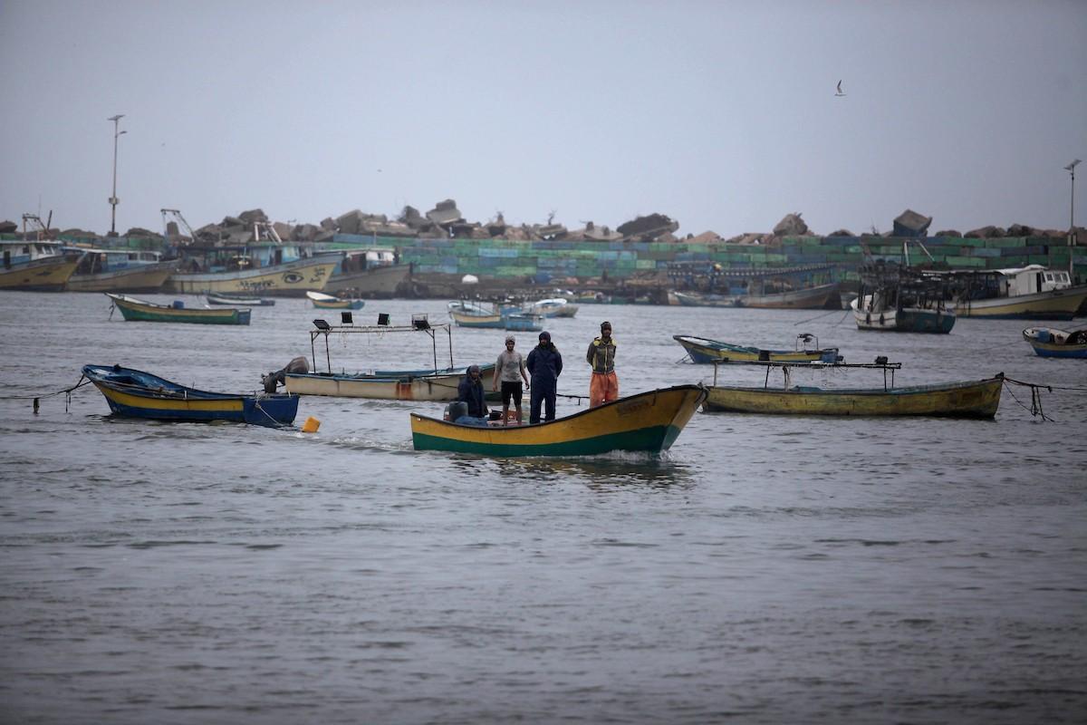 قوات إسرائيلية تهاجم صيادين ومزارعين فلسطينيين جنوب غزة