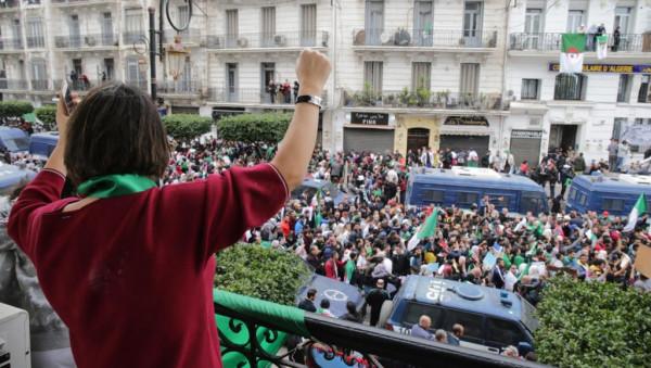 قايد صالح يوجه الأمر بمنع الحافلات والعربات من نقل متظاهرين الى العاصمة