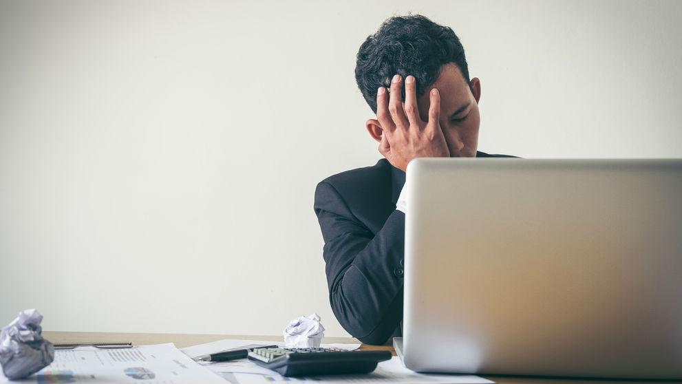 دراسة: الجلوس لفترات طويلة في العمل يؤدي إلى الإكتئاب