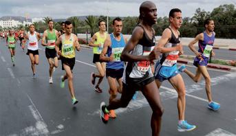 Les athlètes Omar Ait Chitachen et Hanane Bouaggad, vainqueurs du 5è semi-marathon international d'Agadir