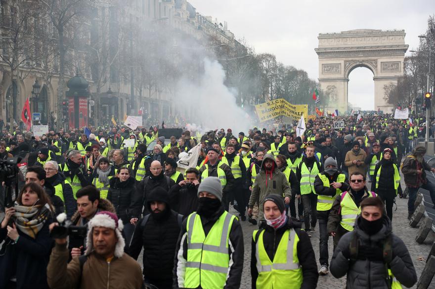 """Flambée de violences à Paris pour le premier anniversaire des """"gilets jaunes"""""""