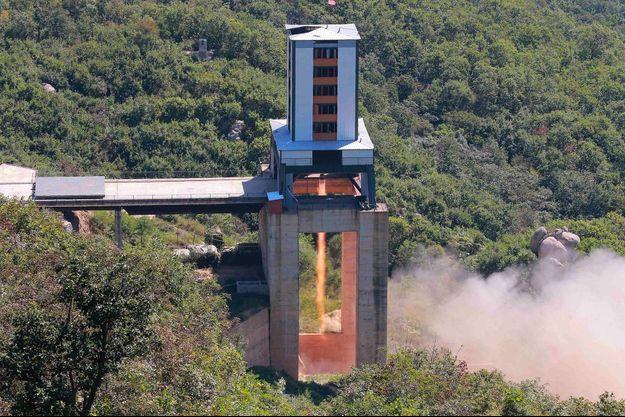 """La Corée du Nord réalise un """"test très important"""" sur la base de lancement de satellites de Sohae"""