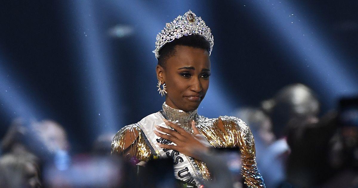 """شابة إفريقية تتوج بلقب """"ملكة جمال الكون"""""""