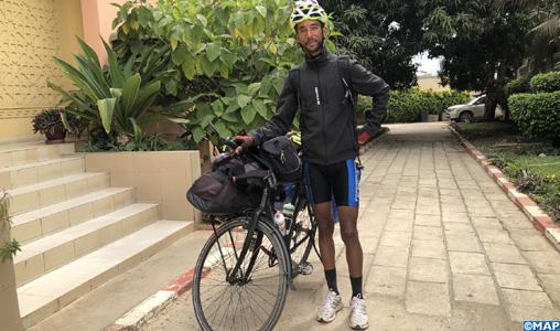 Le globe-trotter marocain Yahia El Brigui poursuit, du Sénégal, son projet de tour du monde à vélo