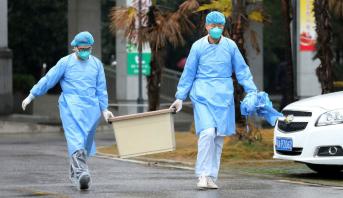 الصين تسجل 2009 إصابة مؤكدة جديدة بفيروس كورونا و142 حالة وفاة