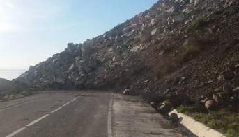 انقطاع الطريق الوطنية 16 الرابطة بين تطوان والحسيمة بفعل إنهيارات صخرية