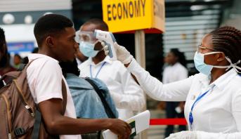 جنوب إفريقيا تعلن وفاة أول شخصين بكورونا وارتفاع عدد الإصابات إلى أكثر من ألف