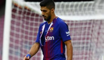 بعد اتهام لاعبي برشلونة بالتأخر في خفض رواتبهم .. سواريز يعبر عن موقفه