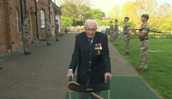 جندي بريطاني سابق يتصدر قوائم الأغاني الفردية في المملكة المتحدة بعمر المئة