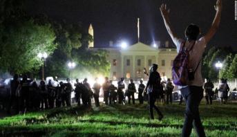 إعلان حظر للتجول في واشنطن بعد احتجاجات بالقرب من البيت الأبيض
