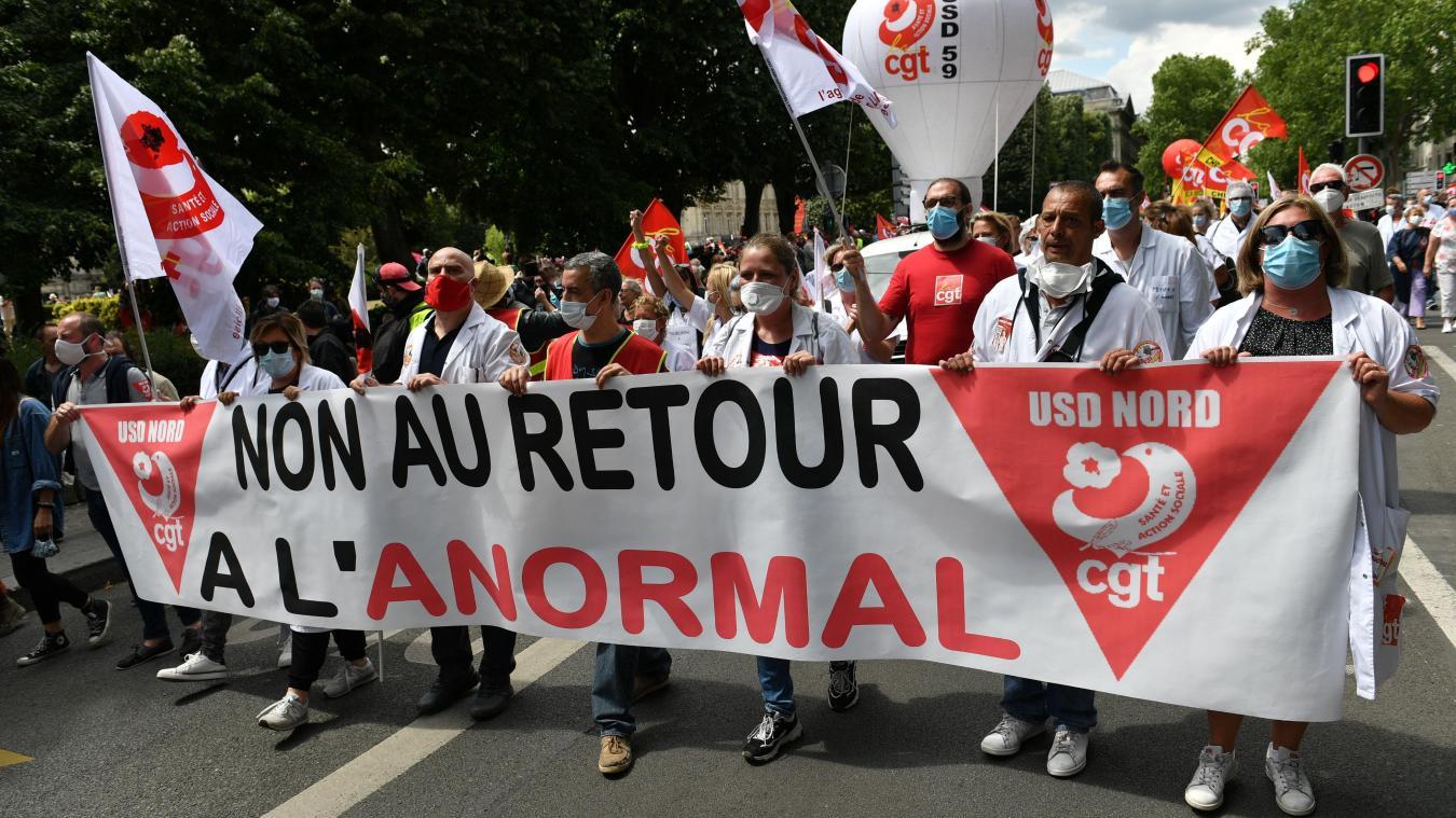 France: les soignants en colère descendent dans la rue