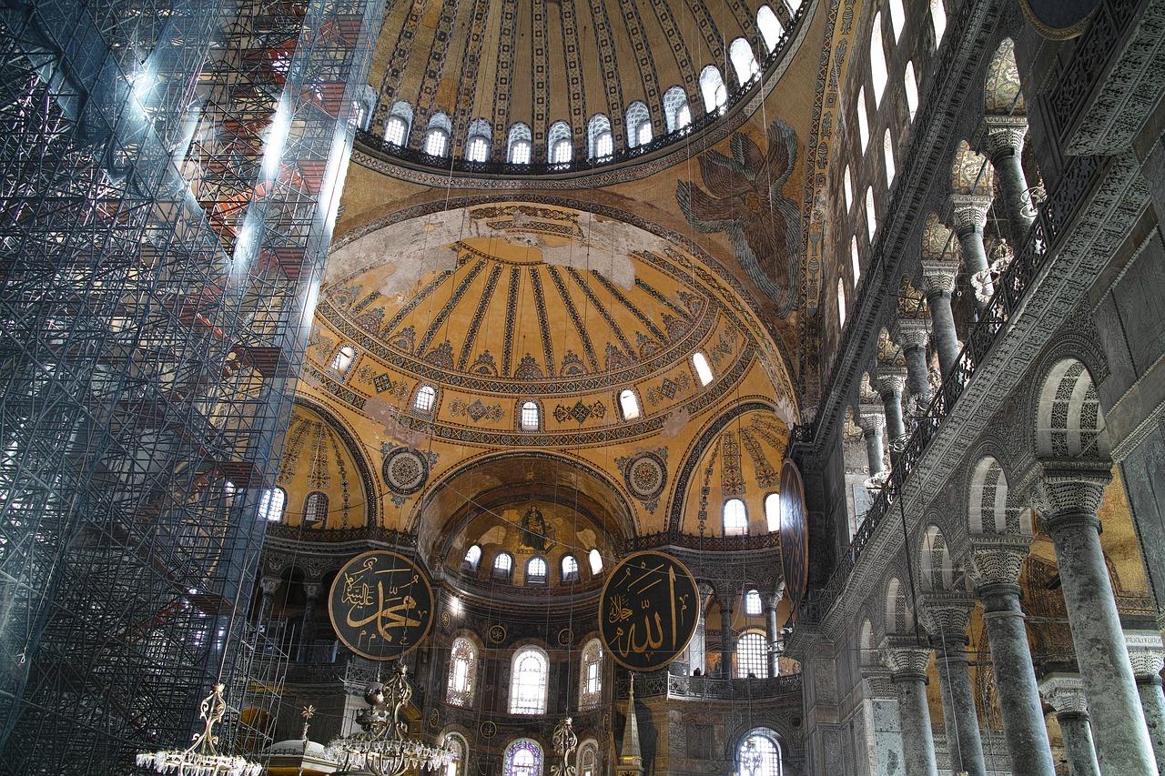 """""""آيا صوفيا""""..مسجد أم متحف؟ قراءة في تاريخ المعلمة ومكانتها الرمزية"""