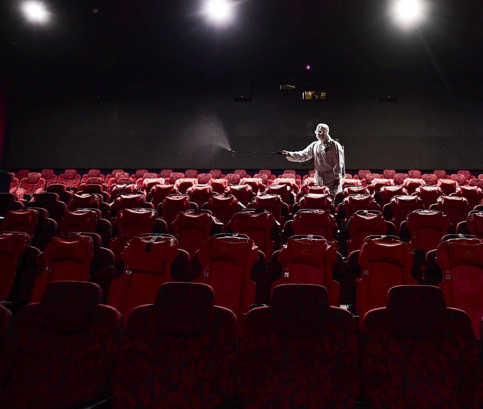 الصين تعيد فتح القاعات السينمائية للمرة الثانية في ظل تعافيها تدريجيا من أزمة كورونا