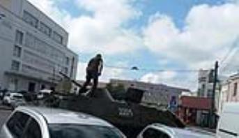 Ukraine: Une vingtaine de passagers d'un bus pris en otage par un homme armé