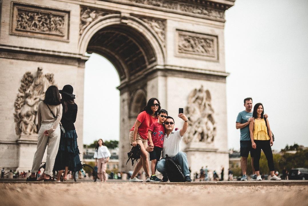 السياحة الفرنسية تواصل تكبد الخسائر بسبب الجائحة