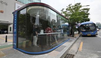 محطات حافلات متقدمة تكنولوجياً لمكافحة كوفيد-19 في كوريا الجنوبية