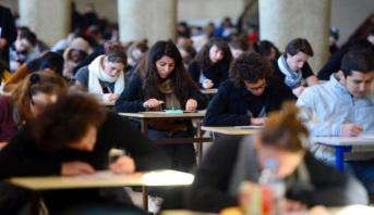 كورونا تعقد ترتيبات الدراسة والعمل بالنسبة للطلبة المغاربة المقيمين في إسبانيا