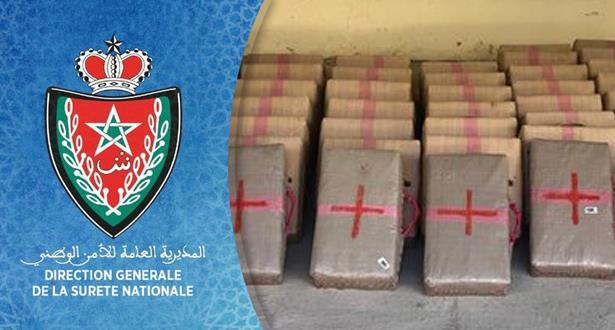 حجز 920 كلغ من مخدر الشيرا بميناء طنجة المتوسط على متن سيارة نفعية تحمل لوحات ترقيم أجنبية