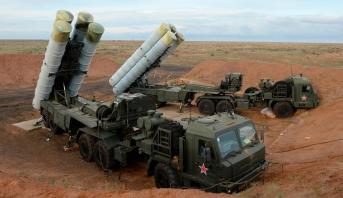 """روسيا وتركيا توقعان عقد توريد دفعة جديدة بشأن منظومة الدفاع الصاروخية """"إس-400"""""""