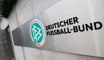 الاتحاد الألماني لكرة القدم يوجه تحذيرا لثلاثة أندية لانتهاكها بروتوكول الحماية من كورونا