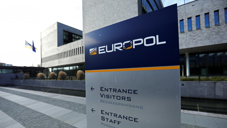 Covid-19: Saisie de 27 millions de masques contrefaits lors d'une opération européenne