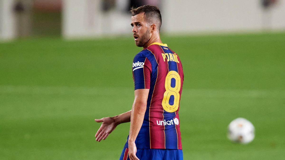 البوسني ميراليم بيانيتش يغادر نادي برشلونة الإسباني