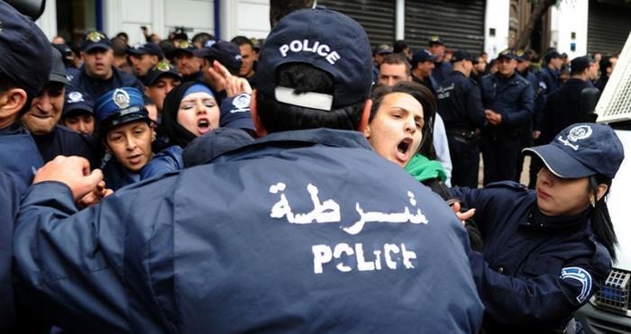 وكالة الأنباء الإسبانية: الجزائر تستمر في اعتقال وإدانة نشطاء حقوق الإنسان