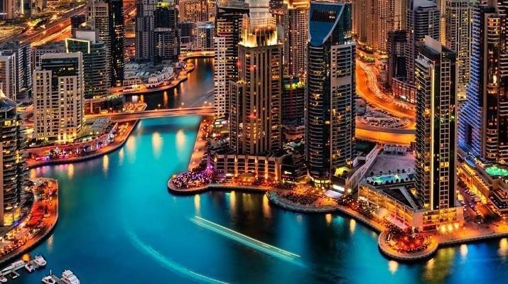 دبي تغلق مطاعمها ومقاهيها لاحتواء فيروس كورونا