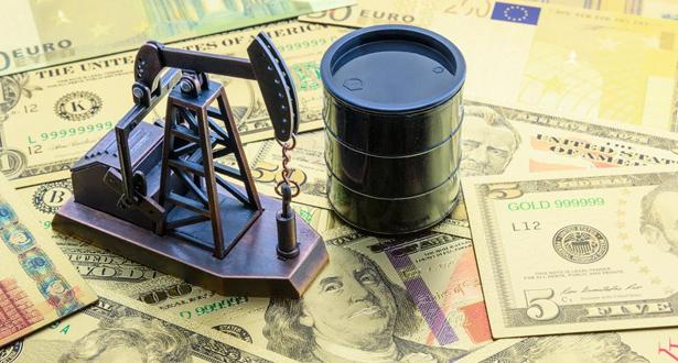 تراجع أسعار النفط قبل صدور بيانات المخزونات الأمريكية
