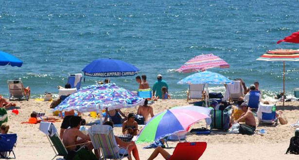 تطبيق إلكتروني يقدم معلومات حول الشواطئ وجودة مياه الاستحمام